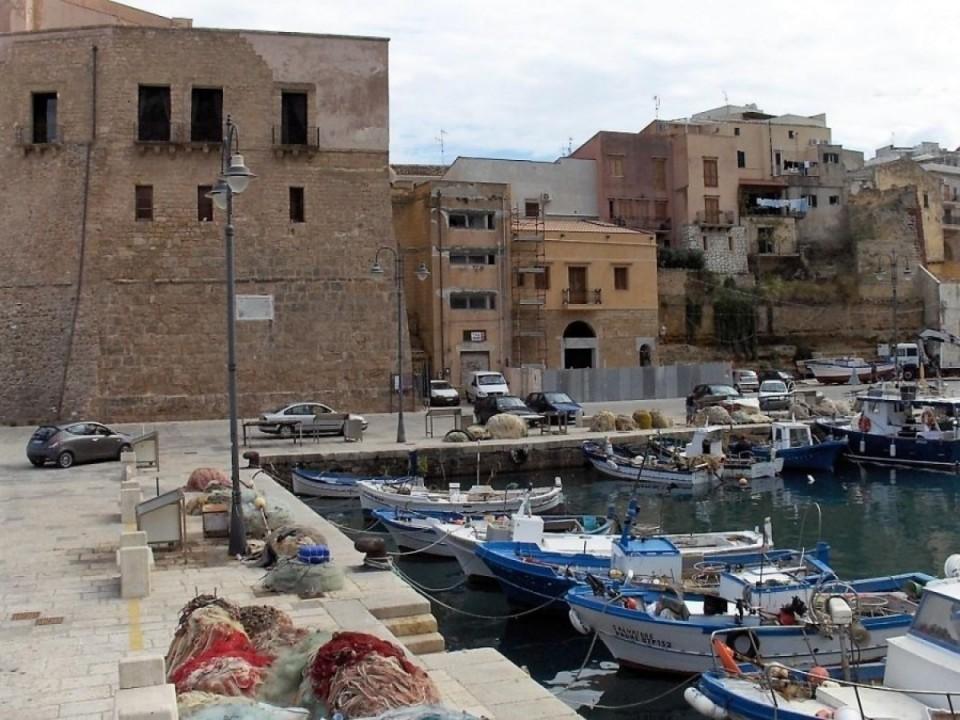 Standesamt direkt am Hafen, Castellammare