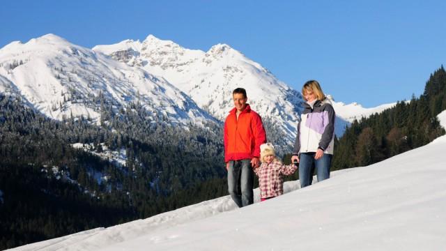 Familie und Winterwandern