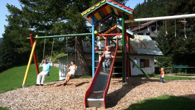 Kinderprogramm und Spielplatz