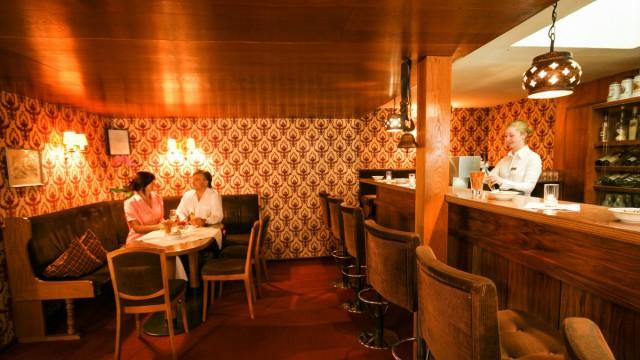 Gaststube und Hotelbar im Restaurant