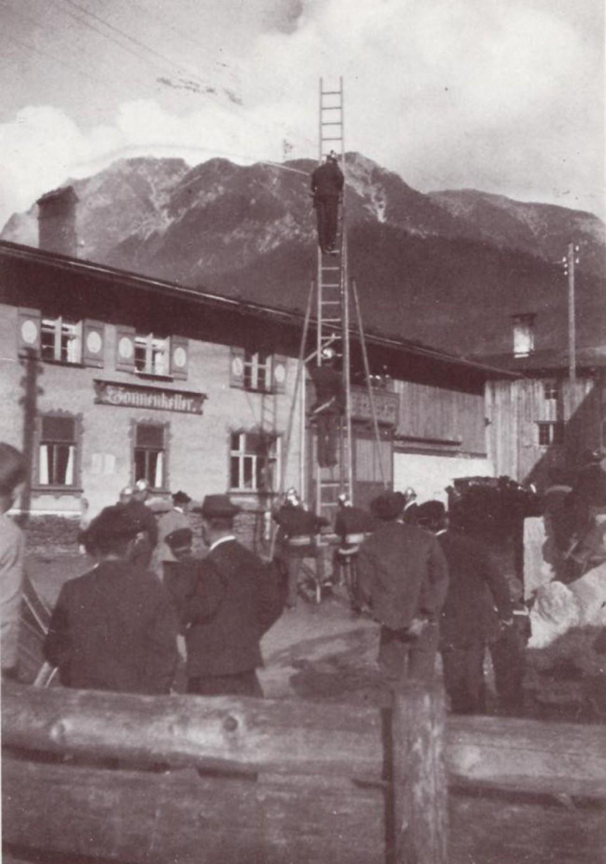 Übung mit Stützleiter 1925 <br> Sonnenkeller