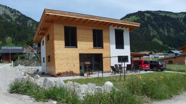 Moderner Holzfassadenbau