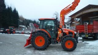 Ein neuer Kubota M5111 mit Maxwald Seilwinde verlässt den Hof