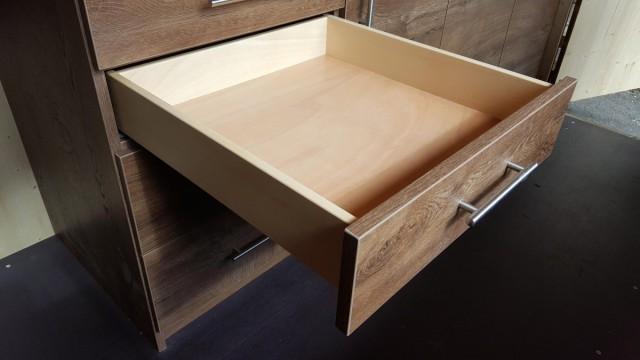 Schublade mit Griff