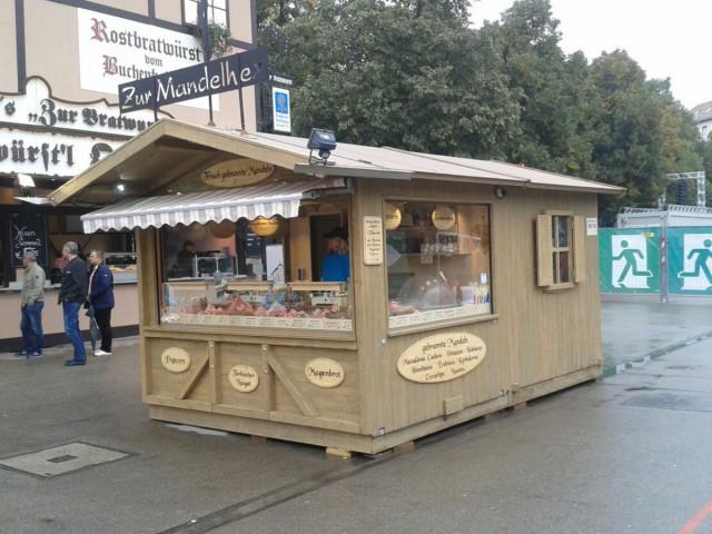 Mandelstand fahrbahr Hütte mit fix montiertem Anbau