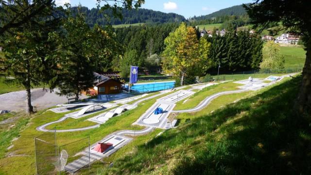 "Minigolfplatz und ""Felsenbad"""