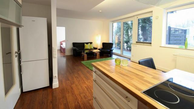 Moderner Küchenbereich in möblierter Wohnung im 4 Sterne Hotel