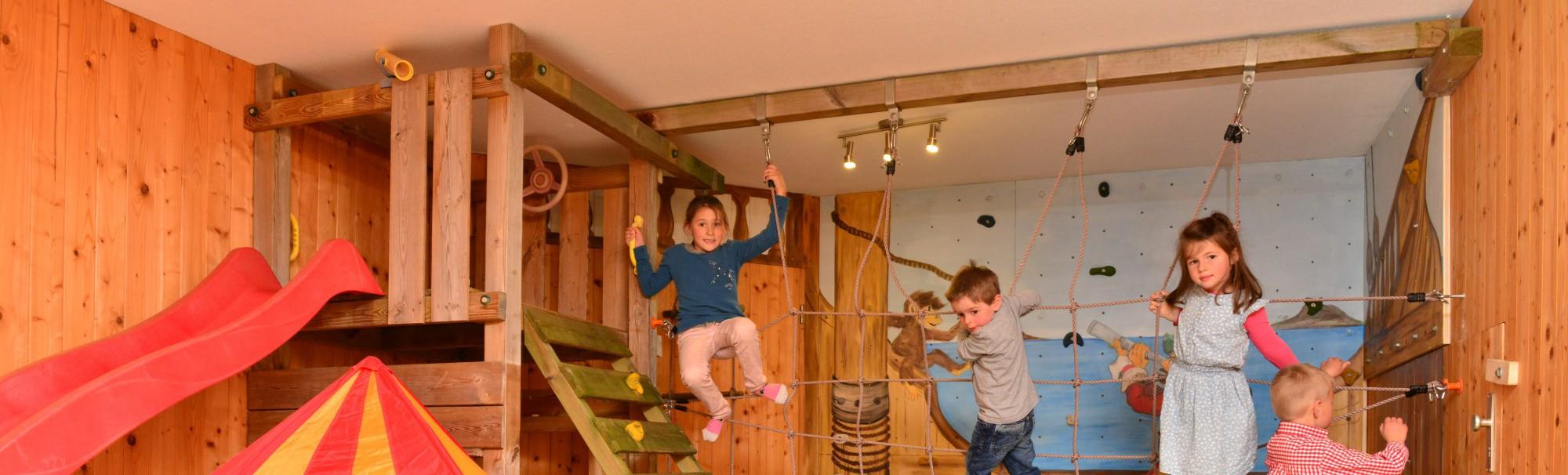 Kinderspaß im Kletterzimmer