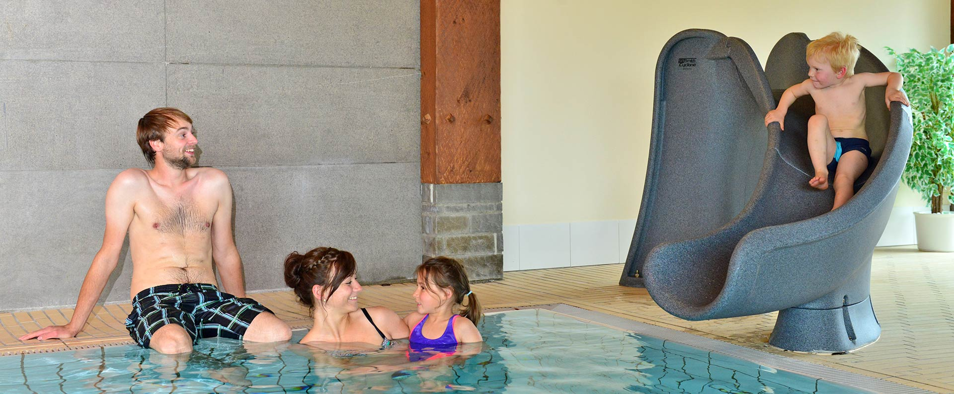 Das Schwimmbad im Familienhotel Löwen