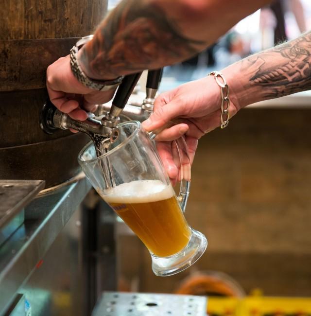 Bier-Ausschank im Felsenkeller