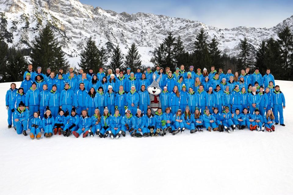 Das Team der Skischule mit allen Skilehrern und Skilehrerinnen