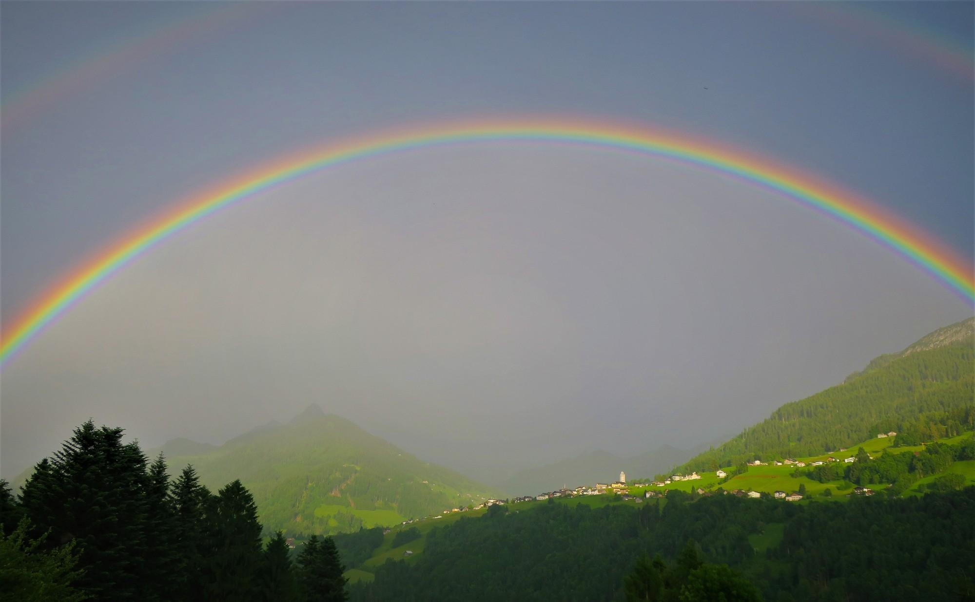 Regenbogen über Raggal