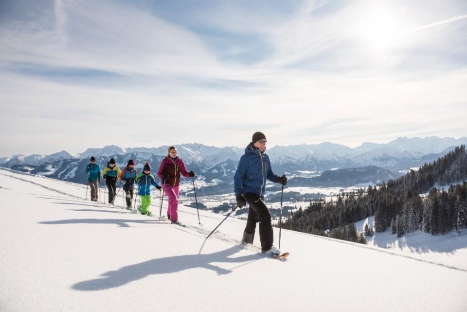 Schneeschuhwanderung im Winterurlaub im Allgäu