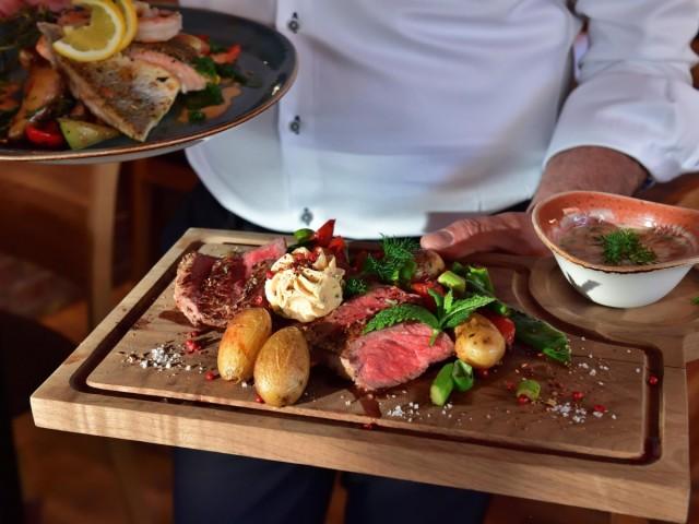 Steak serviert