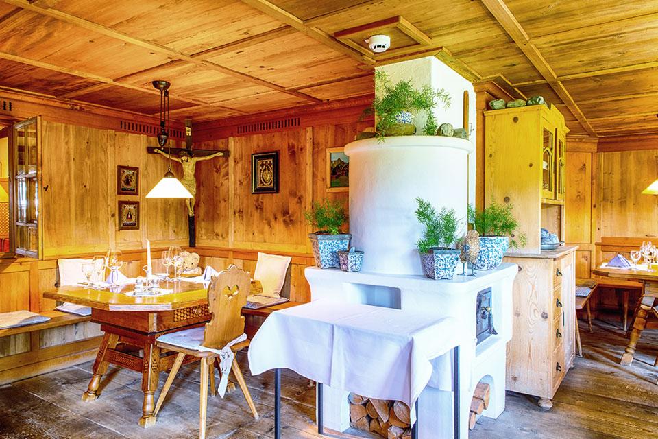 """Rustikal und stilvoll Essen im Almhof Rupp """"Alte Walserstube"""""""