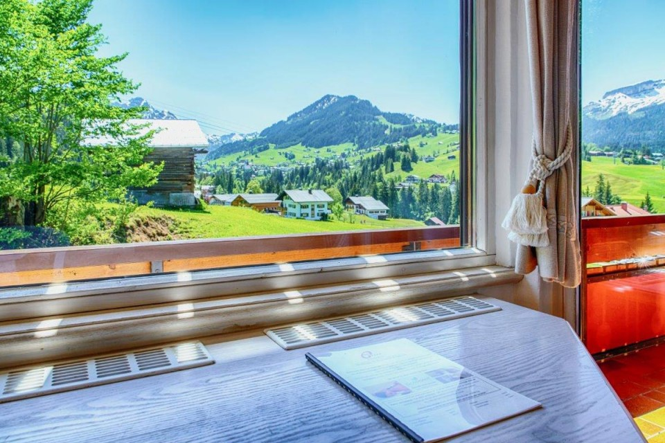 Doppelzimmer mit Südbalkon und Blick auf die Berge wie Hoher Ifen im Kleinwalsertal