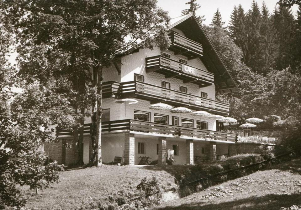 Almhof Rupp in den 80er Jahren: Modernes Hotel in Riezlern