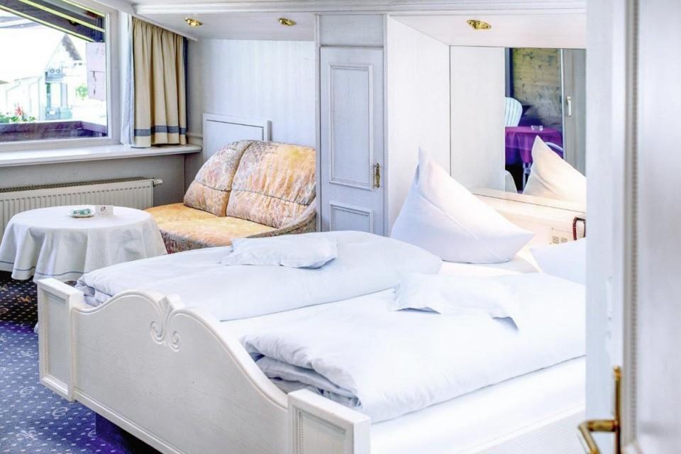Edles Design und Entspannung pur im Hotelzimmer mit Wellness & Pool