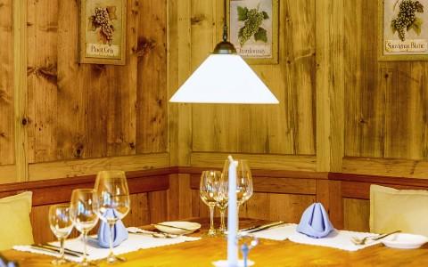 Gemütliches Restaurant im Riezlern Hotel Almhof Rupp