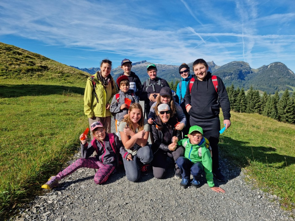 Die Förderschüler machten sich vom Söllereck auf den Weg über die Mittelalpe zum Bergstüble.
