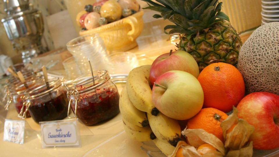 Reichhaltiges Frühstücksbuffet in der Pension Seebad