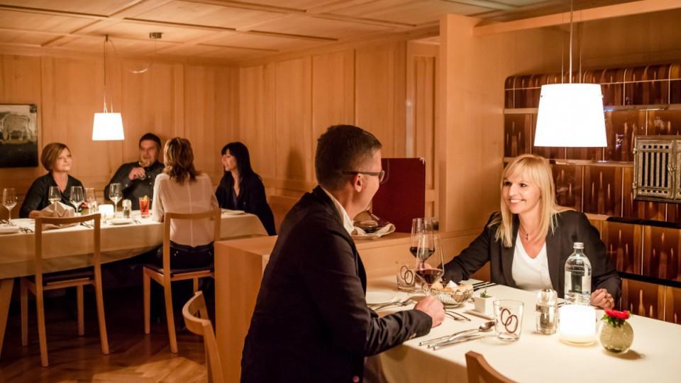 Restaurantbild mit Gästen