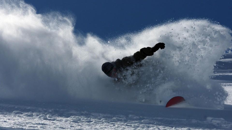 Snowboarder im Pulverschnee