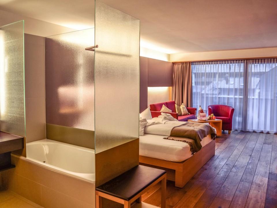 Penthouse Design Zimmer mit offener Badewanne