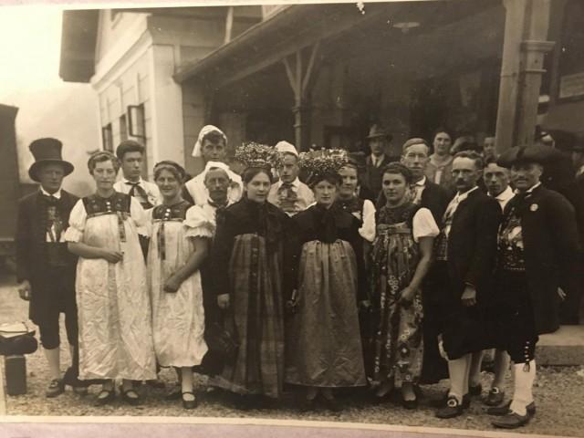 Trachtengruppe vor dem Krieg