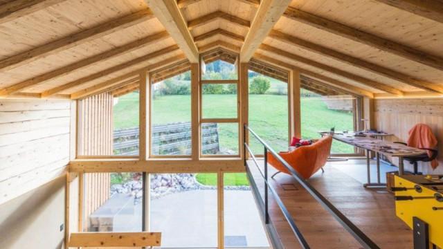 Wohnraum in einem Holzhaus ausbauen lassen