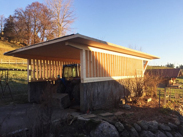 Carport bauen lassen für landwirtschaftliche Geräte