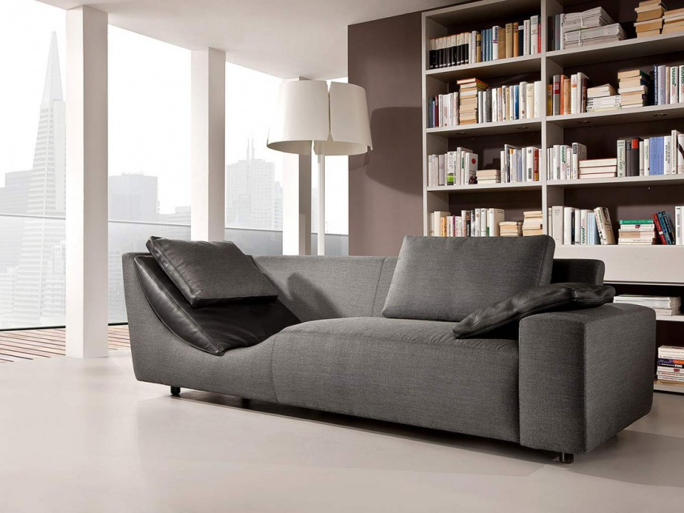 graue, moderne Couch